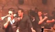 सोनम की रिसेप्शन पार्टी में सलमान बने सिंगर तो शाहरुख ने लगाया डांस का तड़का, देखें वीडियो
