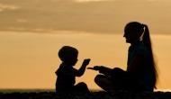 Happy Mother's Day: मदर्स डे पर अपनी मां को जरूर सुनाएं ये गानें