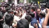 आंध्र प्रदेश: अमित शाह के काफिले पर पत्थर से हमला, BJP-TDP नेताओं में जमकर हाथापाई