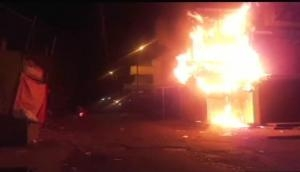 महाराष्ट्र: पानी को लेकर सांप्रदायिक हिंसा में जल उठा औरंगाबाद, 50 गाड़ियों में लगाई आग, दो की मौत