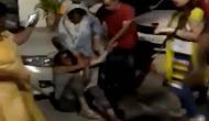 दिल्ली: आवारा कुत्तों को खाना खिलाने पर कश्मीरी परिवार की भीड़ ने की पिटाई, कहा- आतंकवादी