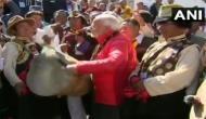 नेपाल: पीएम मोदी ने मुक्तिनाथ मंदिर में बजाया पारंपरिक ढोल, देखे VIDEO