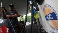 इंटरनेशनल बाजार में गिरे कच्चे तेल के दाम, लेकिन भारत में बढ़ोतरी 15वें दिन भी जारी रही