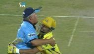 Video: जब मैच के दौैरान अंपायर के 'गले' मिले सुरेश रैना
