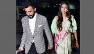 तस्वीरेंः एयरपोर्ट पर साड़ी में पति का हाथ थामें नजर आईं सोनम, क्या हनीमून का है प्लान!