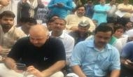 दिल्ली: केजरीवाल की अगुवाई में LG हाउस के बाहर धरने पर बैठी सरकार