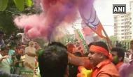 तस्वीरेंः कर्नाटक में नाटक के बीच भाजपा कार्यकर्ताओं ने दिल्ली में मनाई जीत की दिवाली