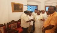 कर्नाटक चुनाव: राज्यपाल BJP को दे सकते हैं सरकार बनाने का न्योता, कुमारस्वामी को लेकर कांग्रेस भी पहुंची