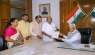 कर्नाटक चुनाव: राज्यपाल के फैसले पर संस्पेंस बरकरार, गुजरात की तरह रिसॉर्ट पॉलिटिक्स के आसार