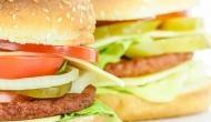 बर्गर किंग के बर्गर में निकले प्लास्टिक के टुकड़े ने काटा ग्राहक का गला, मैनेजर गिरफ्तार