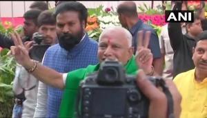 कर्नाटक: येदियुरप्पा की कुर्सी पर लटकी तलवार, 24 घंटे में छोड़नी पड़ सकती है CM की कुर्सी!
