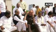 येदियुरप्पा का शपथ ग्रहण रोकने से नाकाम कांग्रेस ने विधानसभा के बाहर किया जोरदार प्रदर्शन