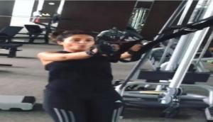 Video: हिना खान अपनी बॉडी को मेनटेन रखने के लिए ऐसे करती हैं Workout