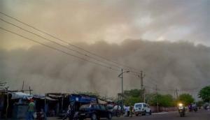 दिल्ली-एनसीआर में तूफान ने फिर दी दस्तक, तेज हवाओं के साथ फिर चली धूलभरी आंधी