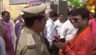 Video: पुलिस अधिकारी को लात-जूतों से मारने की धमकी देते पकड़े गए CM योगी के विधायक
