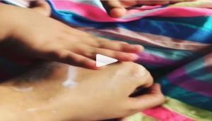 कुछ इस अंदाज में मॉम मीरा को स्पा करती नजर आईं बेटी मीशा, देखें वीडियो