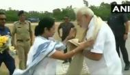 Video: जब ममता बनर्जी ने हेलीपैड पहुंचकर किया पीएम मोदी का स्वागत