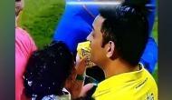 IPL फाइनल जीतने के बाद कैप्टन कूल को बेटी जीवा ने फ्रूटी पिलाकर किया कूल, देखें क्यूट वीडियो