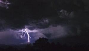 Weather Alert: 48 घंटे तक घर से न निकलें बाहर, इन जिलों में भारी वज्रपात की आशंका
