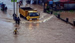 कर्नाटक: भारी बारिश से जनजीवन अस्त-व्यस्त, सरकार ने जारी किया रेड अलर्ट