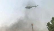 दिल्ली: 16 घंटे बाद भी आग बेकाबू, हेलिकॉप्टर से पानी का छिड़काव जारी
