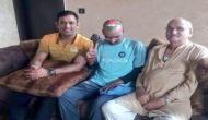 सचिन तेंदुलकर के फैन को धोनी ने दिया घर पर लंच, तसवीरें वायरल