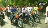 बिना हेलमेट BJP कार्यकर्ताओं की बाइक रैली, मनोज तिवारी बोले- आगे खरीद लेंगे