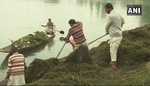 Cleaning drive initiated in Dal Lake ahead of tourist season
