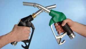 पेट्रोल-डीजल के दामों में आज फिर हुई भारी कटौती, 100 दिन में सबसे सस्ता हुआ तेल