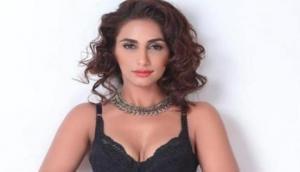 संजय दत्त की फिल्म से बॉलीवुड डेब्यू करेगी ये हॉट मॉडल, तस्वीरों ने सोशल मीडिया में मचाया धमाल