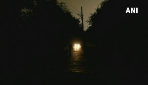 दिल्ली-NCR में तेज आंधी के साथ बारिश, दिन में अंधेरा छा जाने से 18 उड़ानें प्रभावित