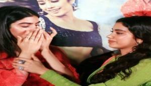 तस्वीरेंः जाह्नवी की डेब्यू फिल्म 'धड़क' का ट्रेलर देख मां श्रीदेवी को याद कर रो पड़ी बहन खुशी
