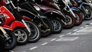ऑटो मार्केट: मोटरसाइकिल के मुकाबले स्कूटरों की बिक्री में क्यों आ रही है गिरावट ?