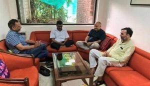 LG के दफ्तर में डटे केजरीवाल ने घर से मंगाया खाना, कहा- प्यारे दिल्लीवासियो संघर्ष जारी है
