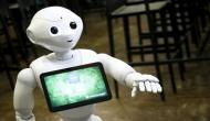 कौन कहता है रोबोट नौकरियां छीन रहे हैं ?