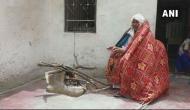 अद्भतः ये शख्स गर्मी में अलाव जलाकर ओढ़ता है कंबल, सर्दी में गर्मी से हो जाता है बेहाल