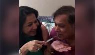 Video: पिता डेविड धवन को केक खाते देखा तो बेटे वरुण धवन ने लगाई फटकार