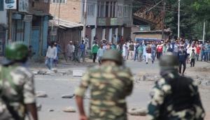 घाटी में ईद के दिन भी सेना पर हुई पत्थरबाजी, लहराए IS और पाक के झंडे