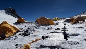 दुनिया की सबसे ऊंची चोटी पर महासंकट, माउंट एवरेस्ट पर बचेगा कूड़े का पहाड़
