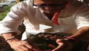 जैकी श्रॉफ दिखे खुले में बनाते दिखे खाना, बोले- कोयला डालो नहीं तो खराब हो जाएगी भाजी
