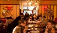 रेस्टोरेंट में ग्राहकों की लंबी लाइनें लगने के बावजूद मालिक हुआ कंगाल