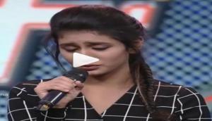 इंटरनेट सेंसेशन प्रिया प्रकाश के आंखों के इशारों के बाद अब गाने का वीडियो वायरल