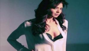 तस्वीरें- टीवी की नागिन के साथ 'संजू' में माधुरी का किरदार निभाने वाली एक्ट्रेस का बोल्ड अवतार आया सामने