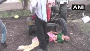 महाराष्ट्र: जमीन गंवाने के बाद युवक ने की मां के साथ इंसानियत को शर्मसार करने वाली हरकत