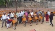 राजस्थानः छात्राओं को मिला भगवा तोहफा, सरकार ने दी साइकिल की सौगात