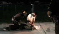 Video: घड़ियाल पर काबू पाने के लिए जान पर खेल गए पुलिस वाले, जमकर हो रही है तारीफ