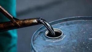 Crude oil futures fall Rs 7 on weak global cues