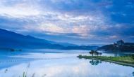 ये है दुनिया की अनोखी झील, जो हर दिशा से दिखाई देती है अलग
