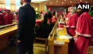 VIDEO: सेंट्रल युनिवर्सिटी ऑफ कश्मीर में राष्ट्रगान के दौरान बैठे रहे छात्र, विवाद शुरू