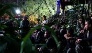 थाईलैंड: गुफा में फंसे खिलाडियों को ऑक्सीजन पहुंचाने गए कमांडो की ऑक्सीजन की कमी से मौत